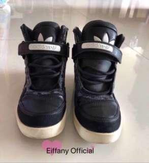 🚚 Adidas sneakers