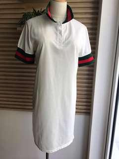 🚚 White T-Shirt dress with Italian colours collar & arm band