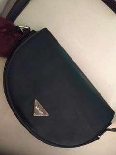Sling bag hitam miniso / tas selempang hitam