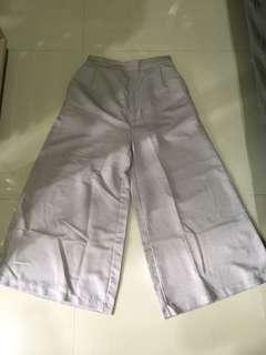 Celana kulot lebar warna soft grey