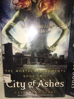 🚚 City of Ashes - Veronica Roth