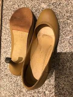 Free! Pre loved nude leather shoes