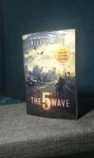 The Fifth Wave by Rick Yancy (new)