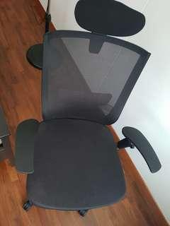 🚚 Xenic Office Chair looks new
