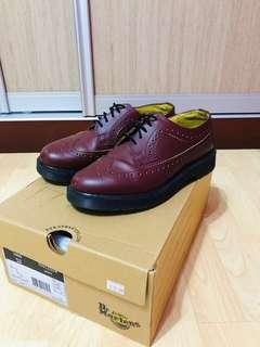 DR MARTENS CHERRY RED BROGUE