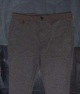 GU男裝灰啡色有彈性貼身九分褲 Size L