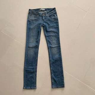 🚚 Levis Jeans low rise straight