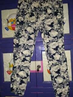 Celana bunga-bunga