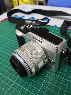 olympus epl2銀色連原廠跟機14-42mm II鏡 已貼螢幕保護貼 98%新