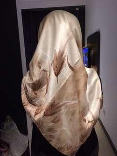 Hijab segiempat satin
