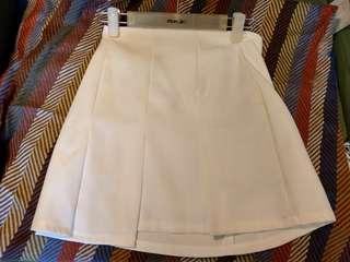 🚚 白百摺短裙