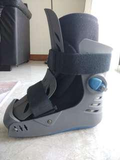 Fracture boots leg support
