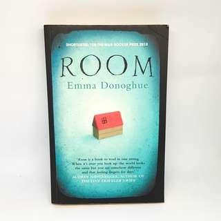 🚚 Fiction: Room by Emma Donoghue