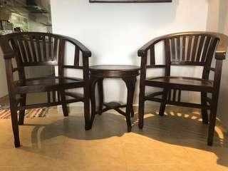 2 chairs and 1 side table