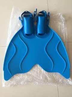 Swimming fins Monofin training