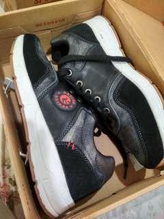 Phoenix sneaker (open barter)
