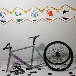 Skream v2 full bike