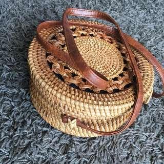 🚚 Rattan Sling Bag