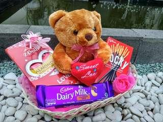 Parcel valentine hampers gift box coklat chocolate boneka bunga