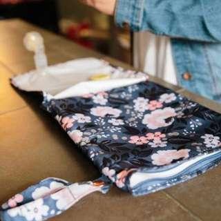 🚚 Sarah Wells Pumparoo Wet Bag - Le Floral
