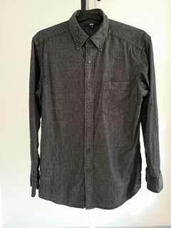 🚚 Uniqlo Mens Shirt Size S Dark Grey polka dots