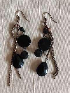 🚚 Earrings droop black