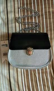 🚚 Black Silver Crossbody Bag