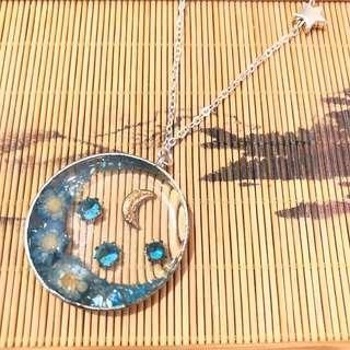 手作 天藍色 眾花拱月 寶石乾花貝殻片長項鏈