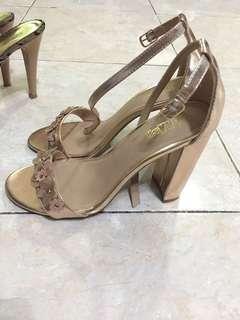 Sepatu High Heels Bekas