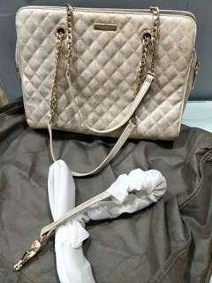 🚚 Charles & Keith handbag