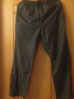 灰色運動褲