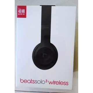 BNIB Beats Solo 3 Black headphones