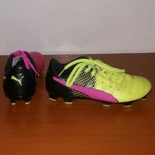 PUMA evoPower 4 JR Soccer Shoes Different Colored Pair. Size US 2C For Kids Ages 7 - 9