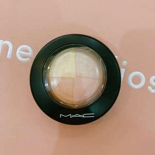 MAC Mineralize Skinfinish/Natural in Faintly Fabulous