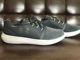 Under Armour Charged 24/7 Low Suede