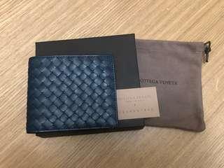 全新正品-BOTTEGA VENETA經典羊皮八卡短夾(深藍、夜藍)BV