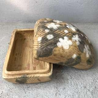 🚚 典雅厚實 梅花色繪陶盒