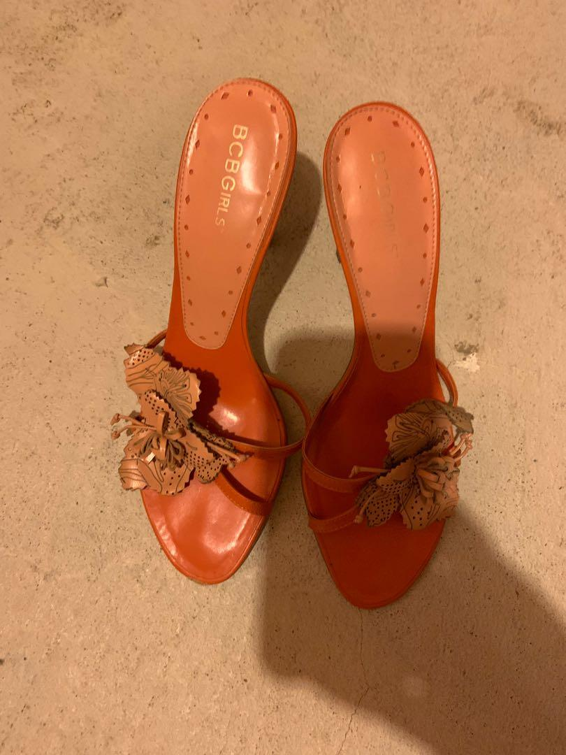 Beautiful bcbgeneration sandals in orange. Perfect for summer. Size 8