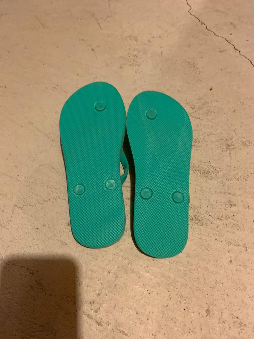 Brand new girls gap flip flops size 3-4. Can fit adults size 6