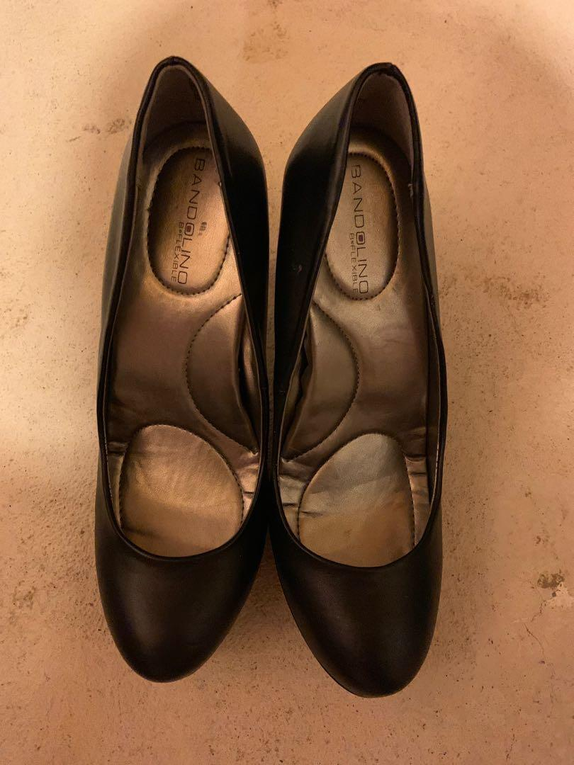 Brand new in box Bandolino pumps with soft B flexible insoles. Size 7.