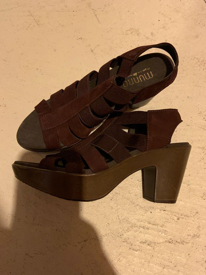 Brand new Munro sandals with shock absorbing heels. Size 7.