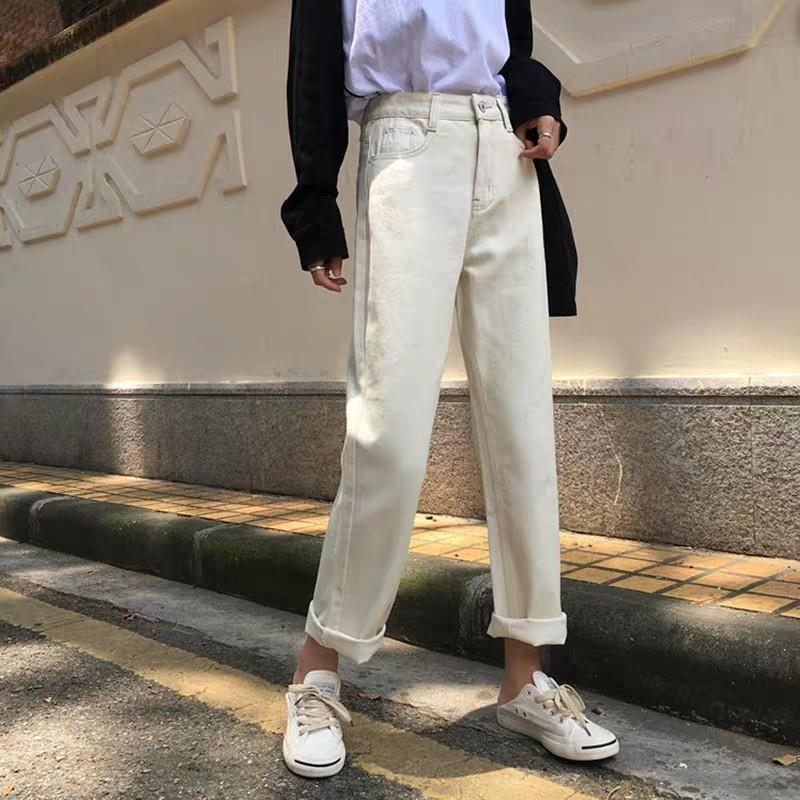 po) white mom jeans [free mailing] on Carousell