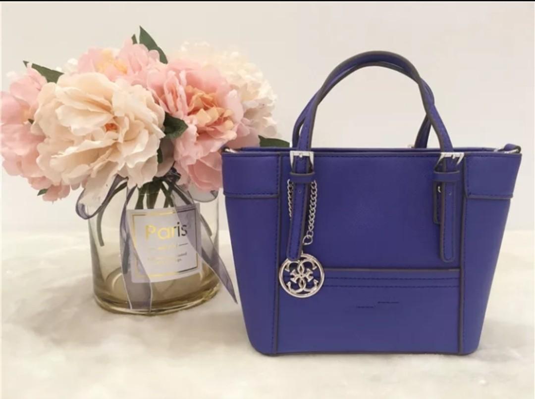09ef7a067258 🌼PREORDER🌼 GUESS tote bag handbag
