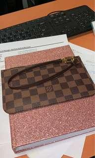 Louis Vuitton neverfull pouch PM