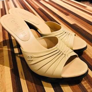 🚚 Chanel 駝色真皮楔型高跟涼鞋