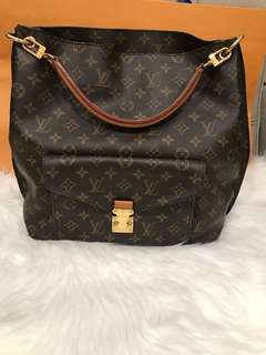 5acbaaa4085c  FINAL 1280  Louis Vuitton Metis Hobo Bag