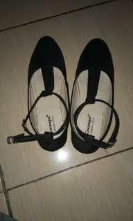 Sepatu hitam 2