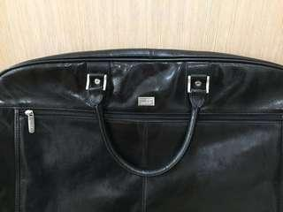 Condotti genuine leather suit/dress holder for travel