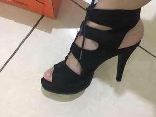 Donatello; Black ankle heels