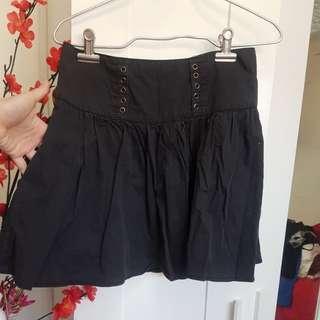 Black Skirt w pockets M